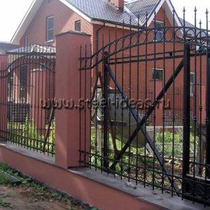 Кованый забор Знамя