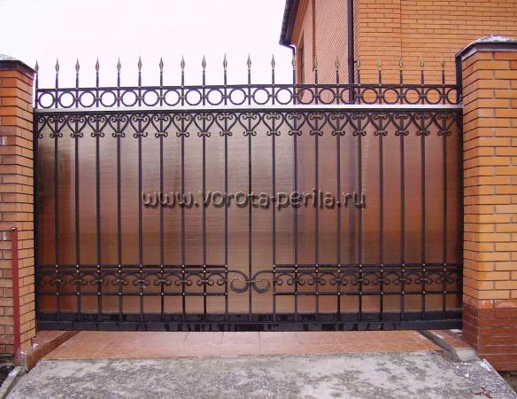 Кованые ворота с поликарбонатом 24