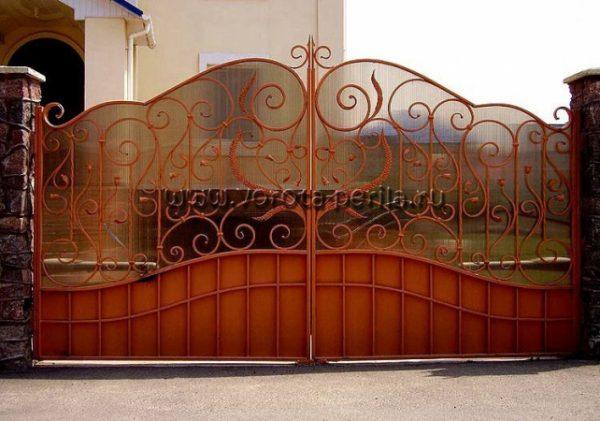 Кованые ворота с поликарбонатом 23