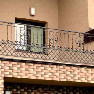 Красивый кованый балкон