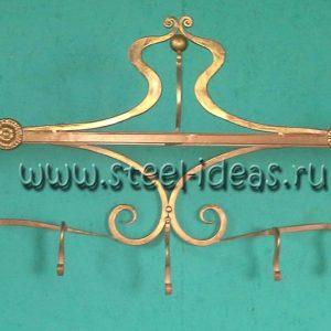 Кованая вешалка золотого цвета