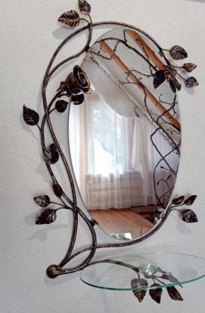 Кованое зеркало с полкой