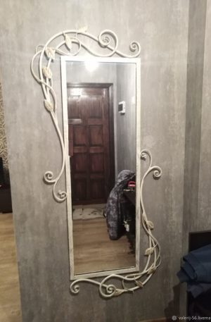 зеркала в кованой раме в прихожую