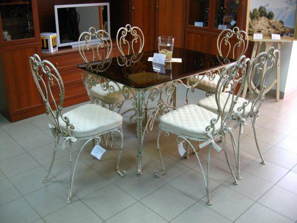 кованые кухонные столы