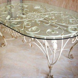 Кованые столы со стеклом